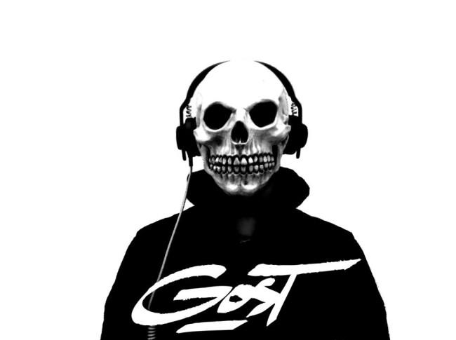 Széttorzított szintialapok, a brutális basszusok, a death/black/goth metal látványelemek: GosT